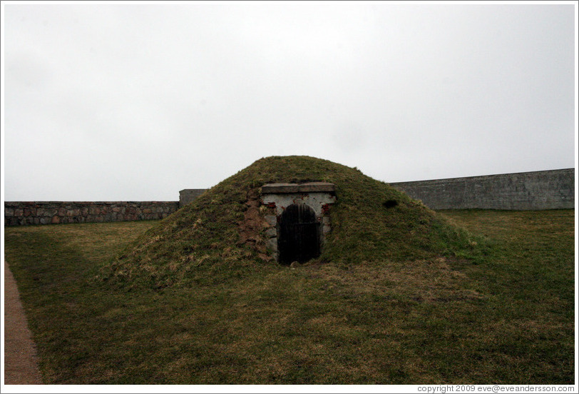 helsingor-kronborg-castle-green-mound-w-door-large